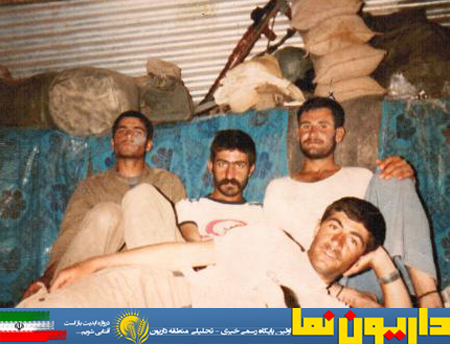 نشسته سمت راست شهید حسین زارعی دودجی