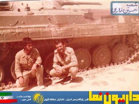 نفر سمت راست شهید حسین زارعی دودجی
